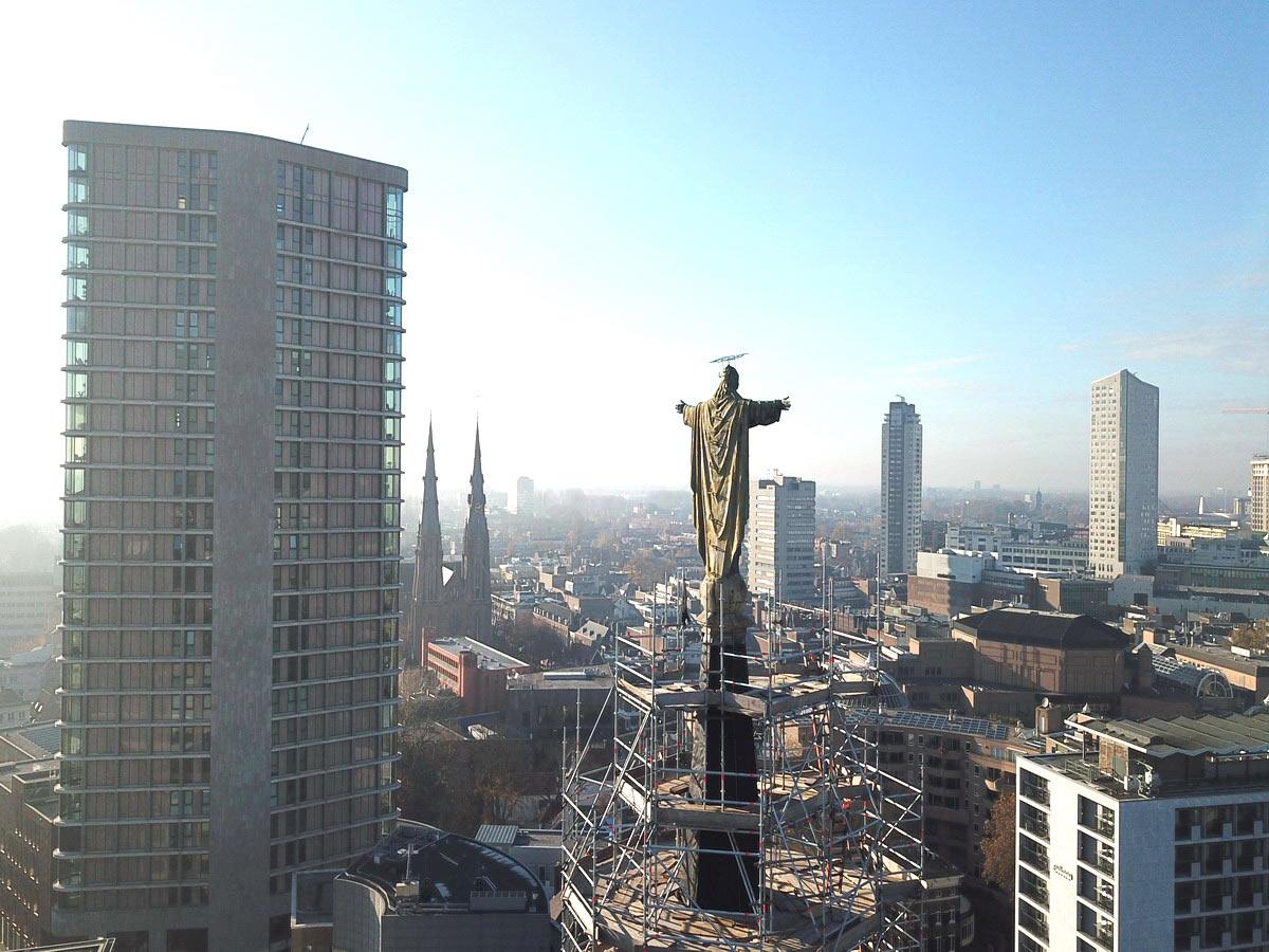 Jezus-waaghals-kerk-DOMUSDELA-bureau-FRANKEN